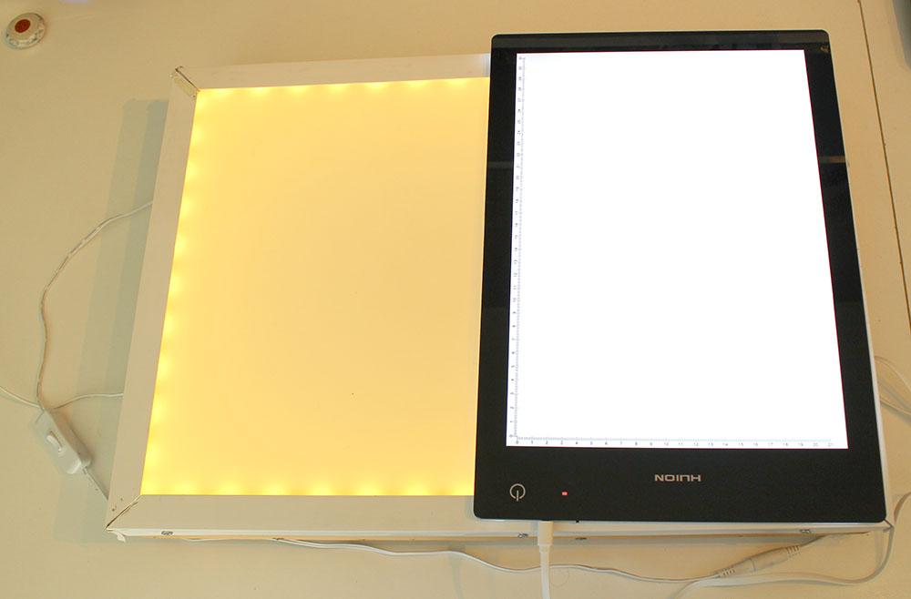 """Comparaison entre ma table lumineuse A3 """"maison"""" et la table lumineuse LB4 de Huion avec l'éclairage réglé au maximum"""