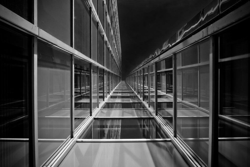 Exemple de photo en contre-plongée formant une perspective à 1 point de fuite