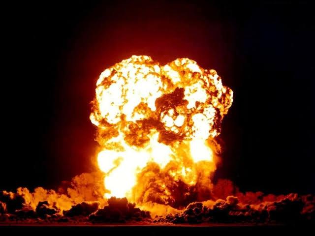 Explosions et fumée