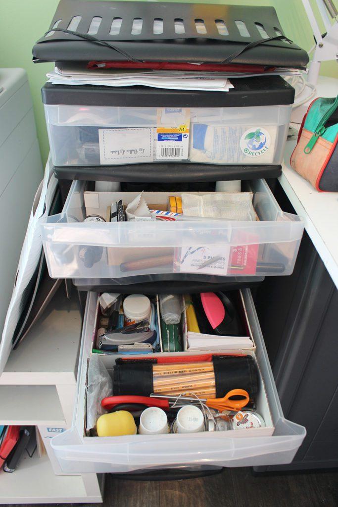 Organiser son atelier en mettant des séparateurs dans ses tiroirs